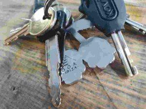 house car keys key ring table locksmith